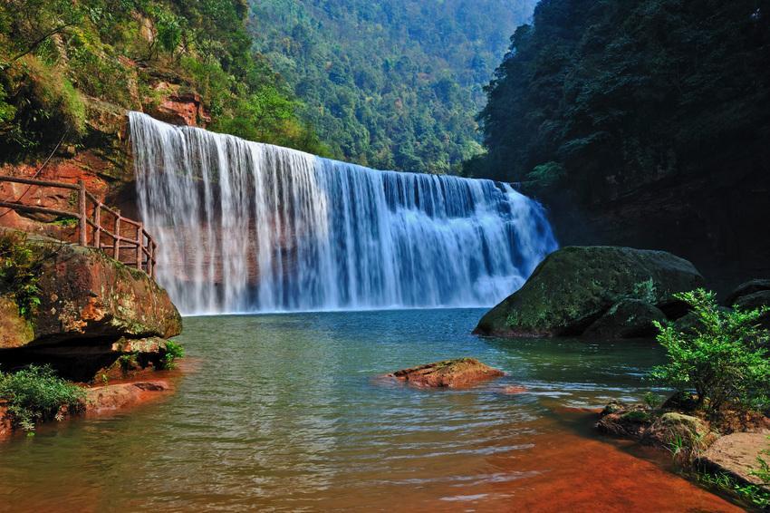 「丹寨一日游线路」中国市场助推英国旅游业
